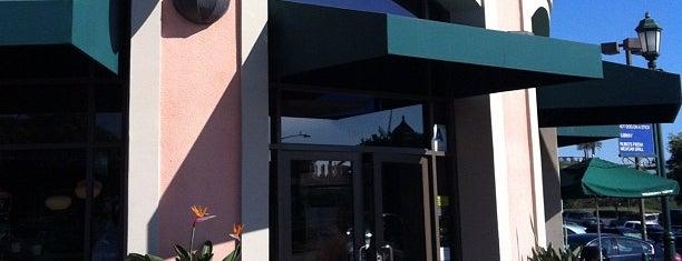 Starbucks is one of Lieux qui ont plu à Dan.