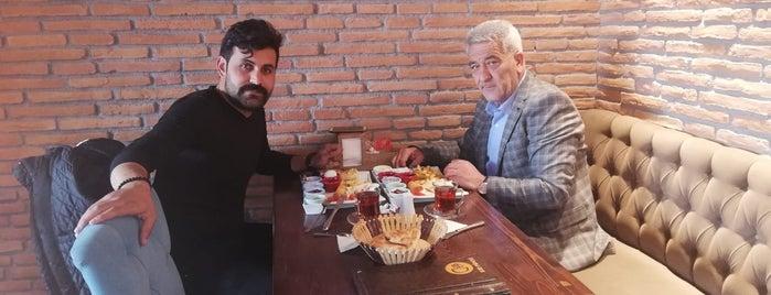 Clup Kır Pidesi & Börek is one of สถานที่ที่บันทึกไว้ของ Emre.