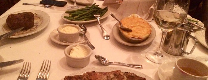 Ruth's Chris Steak House is one of Lieux sauvegardés par Ruben.