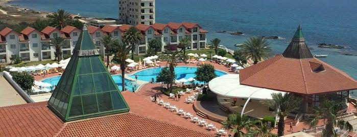Salamis Bay Conti Resort Hotel is one of Hacer'in Beğendiği Mekanlar.