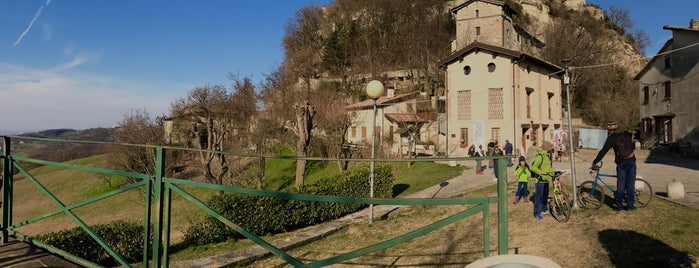Castello Di Canossa is one of Posti in cui tornare.