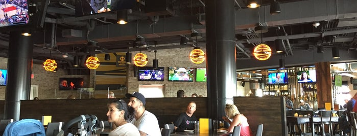 NBC Sports Grill & Brew is one of Tempat yang Disukai Alan.
