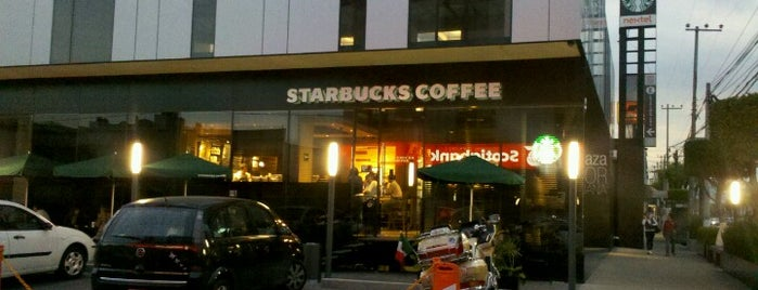 Starbucks is one of Locais salvos de Aline.