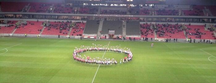 Sinobo Stadium is one of Veronikaさんのお気に入りスポット.