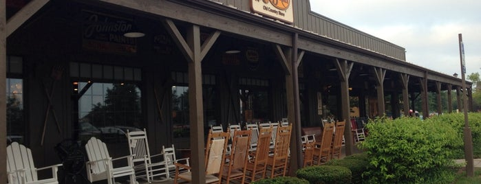 Cracker Barrel Old Country Store is one of Johnさんのお気に入りスポット.