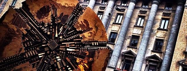 Piazza Meda is one of 101Cose da fare a Milano almeno 1 volta nella vita.