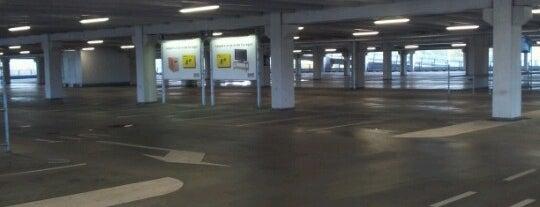 IKEA Parkeergarage is one of Tempat yang Disukai Dirk.