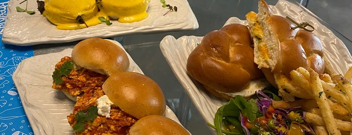 The Breakfast Club is one of Locais curtidos por Abdullah.