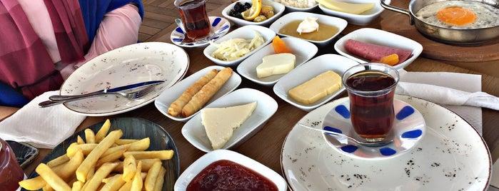 Bodrum Mantı & Cafe is one of Tempat yang Disukai Vahit.