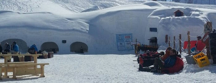 Iglu-Dorf is one of Crazy Places.