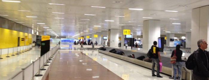 Aeroporto Internacional de São Paulo / Guarulhos (GRU) is one of Locais curtidos por Jih.