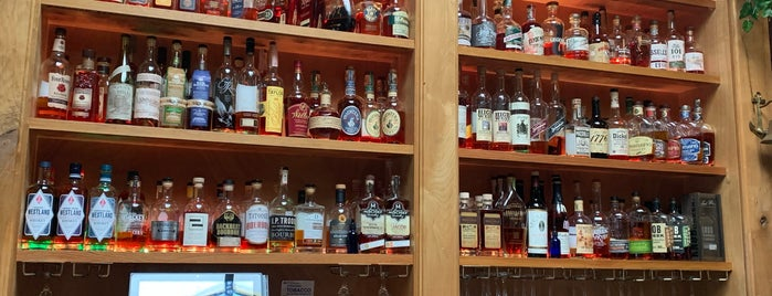 Whisky Bar is one of Tempat yang Disukai Mark.