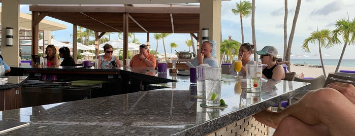 Sand Bar @ Bucuti is one of Tempat yang Disukai Mark.