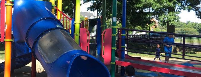 Armistead L Boothe Park is one of Lugares favoritos de Karin.