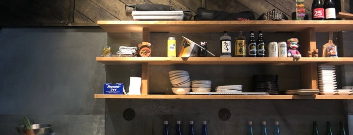 Kuma Sushi + Sake is one of Tempat yang Disukai O.