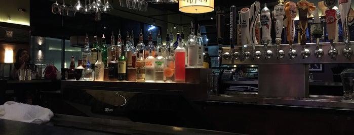 Bar Louie is one of Orte, die Christopher gefallen.