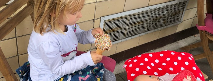 Eisprinzessinnen is one of Suzanne.