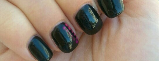 Christine's Nails is one of Orte, die Cassie gefallen.