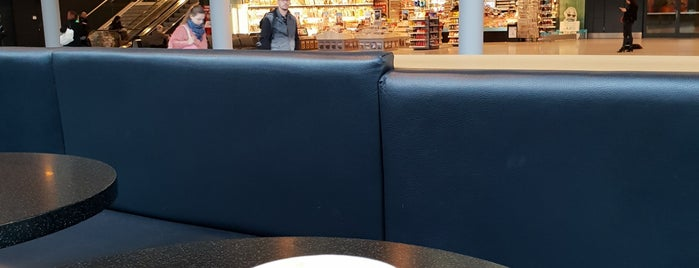 Starbucks is one of Lugares favoritos de Amit.