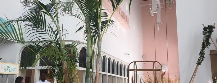 Brunch & Cake Dubai is one of Tempat yang Disimpan Soly.