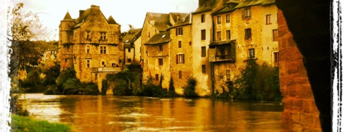 Le Pont vieux is one of Les chemins de Compostelle.