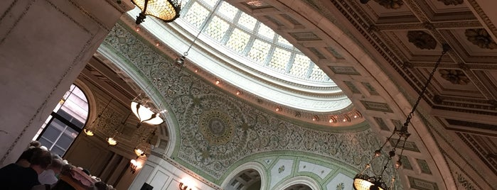 Chicago Cultural Center is one of Melody 님이 좋아한 장소.