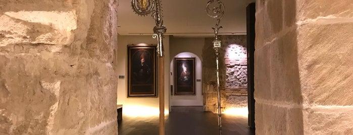 Museo Diocesano de Zaragoza is one of Museos y salas de Exposiciones de Zaragoza.