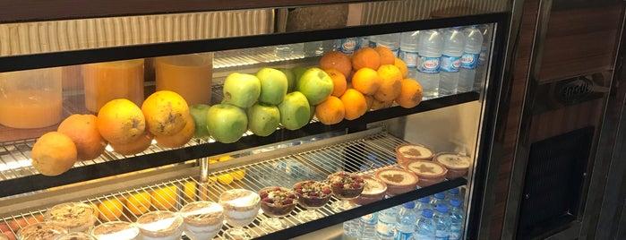 Otantik Vitamin Bar is one of Gespeicherte Orte von gamze.