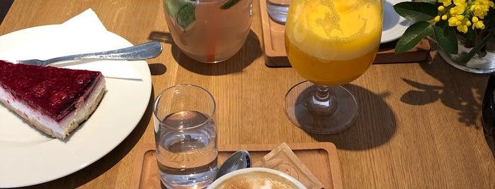 Café Friends is one of Posti che sono piaciuti a Lucie.