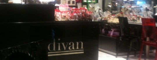 Divan Patisserie Café is one of Lieux qui ont plu à Nihal.