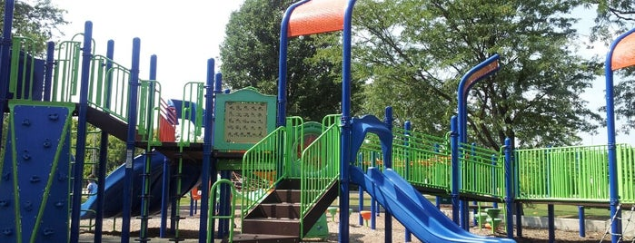 Knoch Park is one of สถานที่ที่ Michelle ถูกใจ.