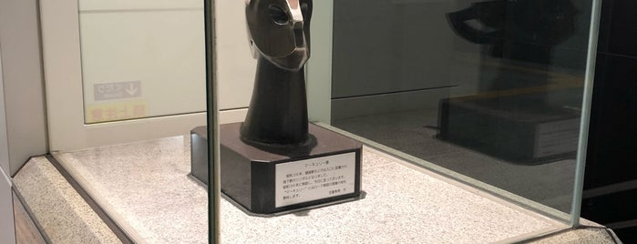 Statue of Mercury is one of lieu a Tokyo 2.