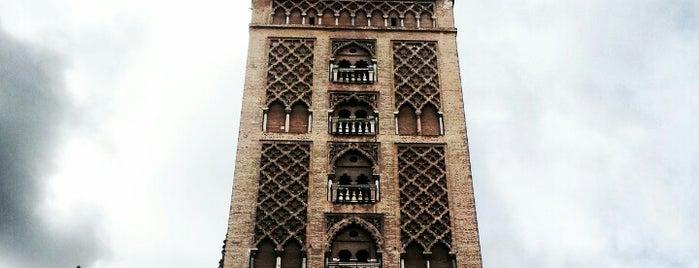 La Giralda is one of Sevilla travel tips.