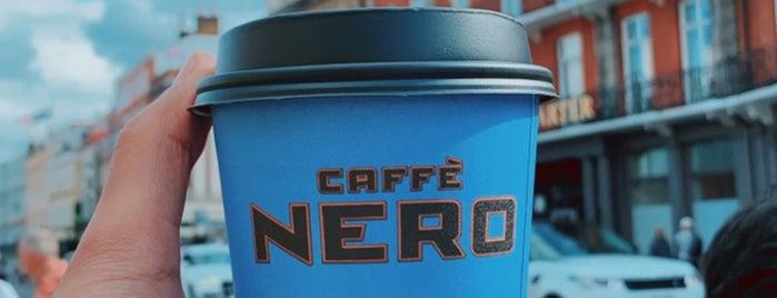 Caffè Nero is one of Lieux qui ont plu à Maddie.
