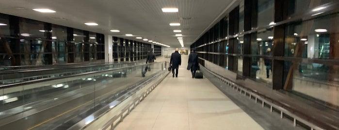 Межтерминальный переход, станция «Шереметьево-1» is one of Tempat yang Disukai Jano.