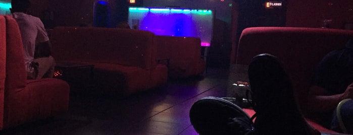 Cloud 9 Hookah Lounge is one of สถานที่ที่บันทึกไว้ของ Amanda.