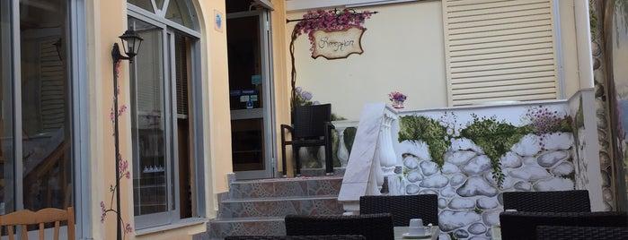 Bella Vista Hotel is one of Orte, die Alexey gefallen.