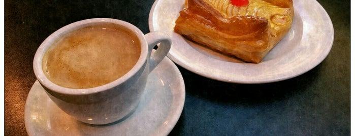 Cafetería - Pastelería Manolo is one of i.am. 님이 저장한 장소.