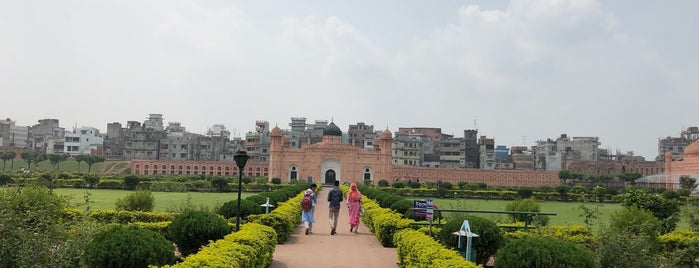 Lalbagh Fort Mosque is one of Bangladeş.