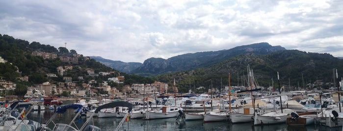 Puerto Deportivo de Sóller is one of Carlosさんのお気に入りスポット.