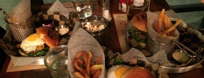 La Maestranza Sandwich & Burger Bar is one of Locais curtidos por Catalina.