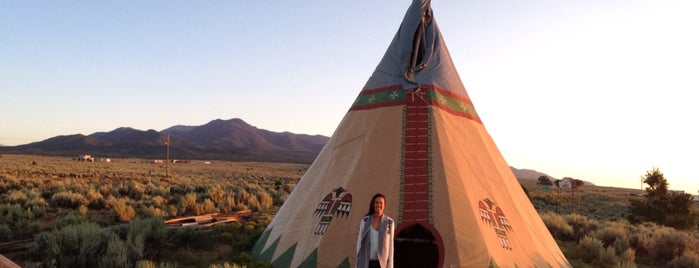 Taos Drum Factory Outlet is one of Locais curtidos por Jenny.