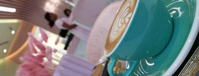 Le Papillon Cafe is one of Lieux qui ont plu à Fatma.