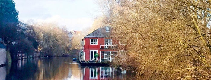 Kaiser-Friedrich-Ufer is one of Lugares guardados de Janne.