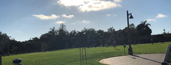 Maggie Houlihan Memorial Dog Park is one of Lugares favoritos de John.