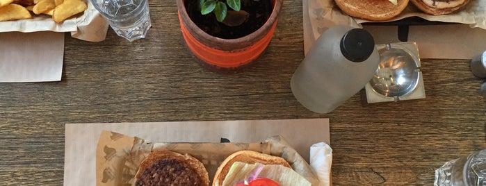 Simply Burgers is one of Theodosia : понравившиеся места.