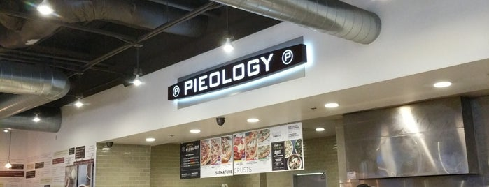 Pieology Pizzeria is one of Lieux qui ont plu à Shelley.