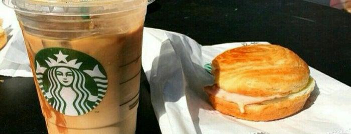 Starbucks is one of Orte, die Yunus gefallen.