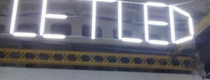 Le Boutique  склад is one of Lieux qui ont plu à Olli.