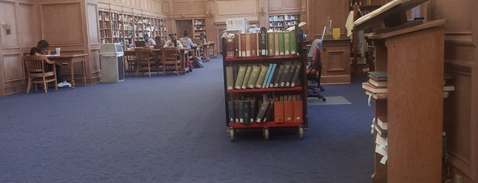 Founder's Library is one of Lugares guardados de Michael.